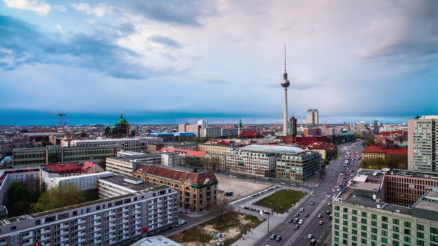 berlin skyline panorama, deutschland - panorama stock-videos und b-roll-filmmaterial