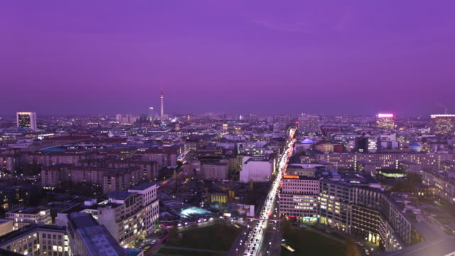 skyline di berlino, time lapse, video hd - palace video stock e b–roll