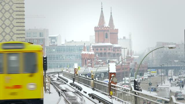 Berlin Skyline mit oberhof bobsleigh track im winter