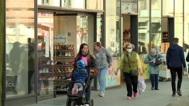 stockvideo's en b-roll-footage met berlin street scenes after coronavirus lockdown as certain restrictions begin to be lifted and some shops reopen - heropening