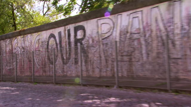 cu zo ms berlin wall covered with graffiti / berlin, germany - scribble stock videos & royalty-free footage