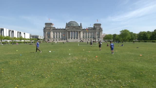 berlin youth football team trains under hygiene conditions with individual training on the meadow in front of the reichstag building during the novel... - teenage boys stock videos & royalty-free footage