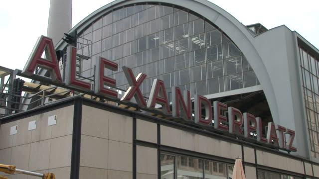 berlinalexanderplatz railway station in berlin germany - アレクサンダープラッツ点の映像素材/bロール
