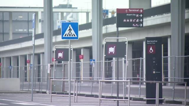 berlin-brandenburg airport - informationsskylt bildbanksvideor och videomaterial från bakom kulisserna