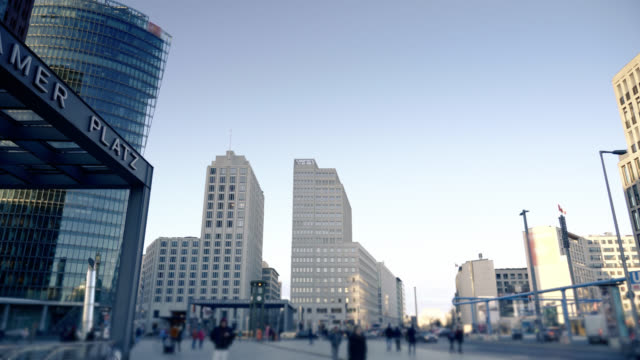 berlin's potsdamer platz hyperlapse video - pendler stock-videos und b-roll-filmmaterial