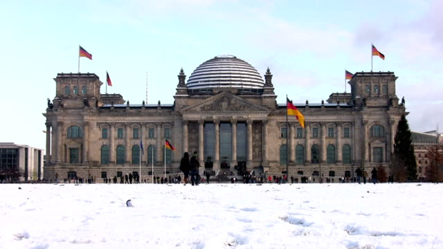 berlin's reichstag in winter - the reichstag stock videos & royalty-free footage