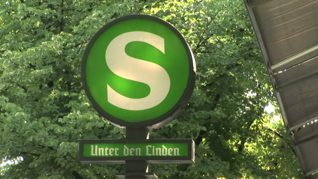 berlinview of a signboard in berlin germany - laubbaum stock-videos und b-roll-filmmaterial