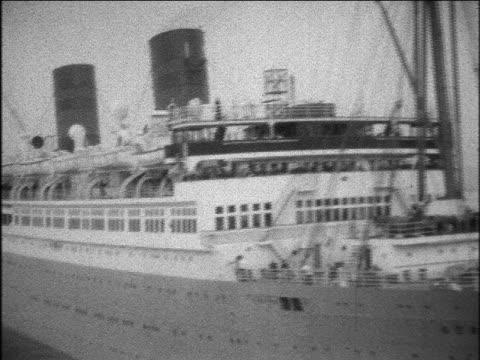 B/W 1929 S.S. Bermuda ocean liner leaving port / home movie