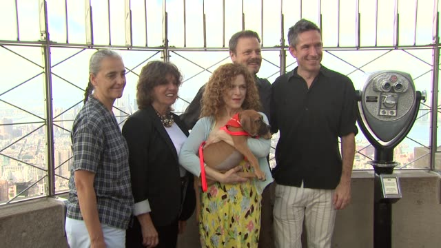 bernadette peters and guests at the bernadette peters visits the empire state building at new york ny - バーナデット ピータース点の映像素材/bロール