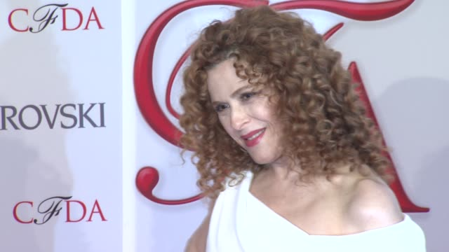 bernadette peters at 2012 cfda fashion awards arrivals on 6/04/2012 in new york ny united states - バーナデット ピータース点の映像素材/bロール