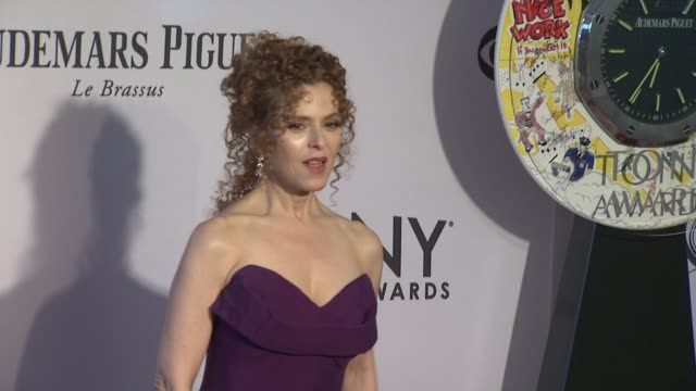 bernadette peters at 66th annual tony awards red carpet at the beacon theatre on june 10 2012 in new york new york - バーナデット ピータース点の映像素材/bロール