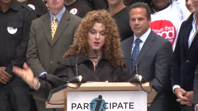 bernadette peters at the entertainment industry foundation announces two major volunteer initiatives at new york ny - バーナデット ピータース点の映像素材/bロール