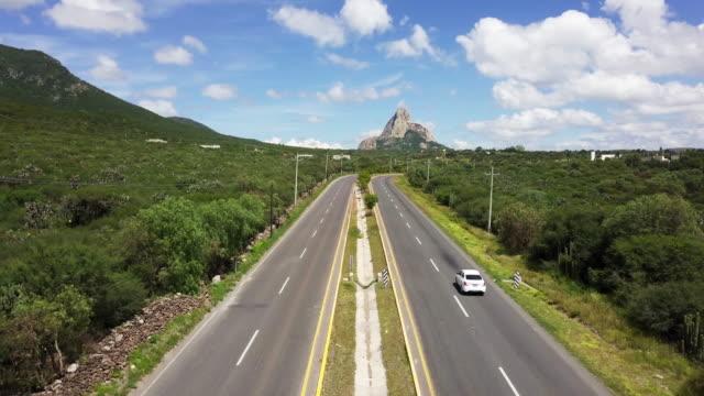 メキシコ ・ ケレタロ ベルナル一枚岩