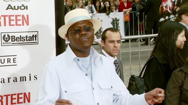 bernie mac at the 'ocean's thirteen' north american premiere at grauman's chinese theatre in hollywood, california on june 5, 2007. - バーニー マック点の映像素材/bロール