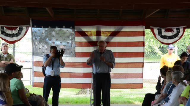 bernie sanders speaking to a group of supporters in indianola iowa on a hot rainy day - allgemeine wahlen stock-videos und b-roll-filmmaterial