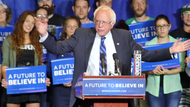 vídeos de stock, filmes e b-roll de bernie sanders speaks to supporters during a campaign rally at the julian carroll convention center in paducah, kentucky. transcript: bernie sanders... - bernie sanders