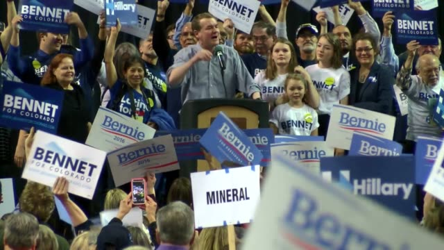 vídeos y material grabado en eventos de stock de bernie sanders supporters interrupted senator michael bennet's nomination speech at the colorado democratic state convention in loveland numerous... - senador