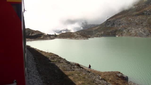 stockvideo's en b-roll-footage met bernina express drives along lago bianco - kees van den burg