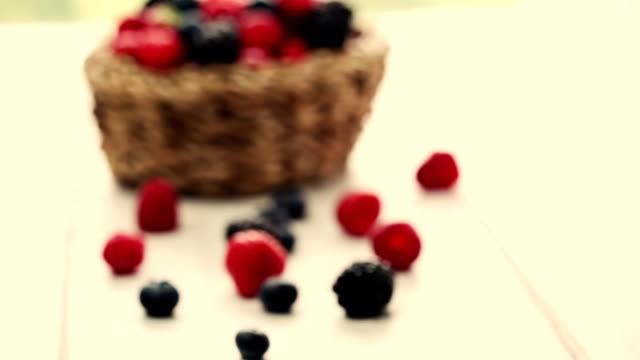 vídeos y material grabado en eventos de stock de bayas frutas - grupo mediano de objetos
