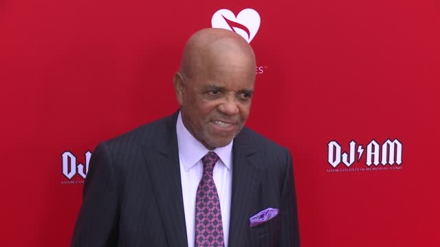 vídeos de stock e filmes b-roll de berry gordy at the 12th annual musicares map fun benefit concert honoring smokey robinson at the novo by microsoft on may 19 2016 in los angeles... - benefit concert