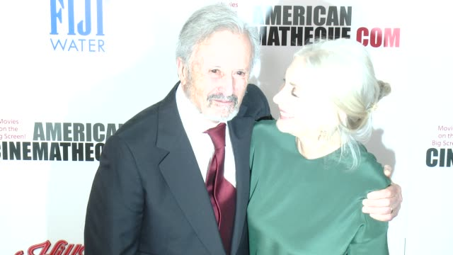 vídeos y material grabado en eventos de stock de bert fields and barbara guggenheim at the 29th annual american cinematheque award presented to reese witherspoon at the hyatt regency century plaza... - premio american cinematheque