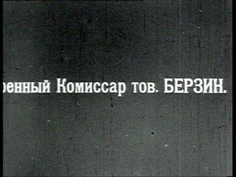 vidéos et rushes de berzin army commissar in battle field with two horses / russia - 1918