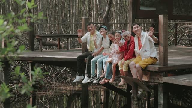 温かい家族ストックビデオで最高の経験と記憶 - 大人数点の映像素材/bロール