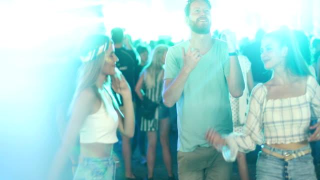 stockvideo's en b-roll-footage met beste festival ooit - festivalganger