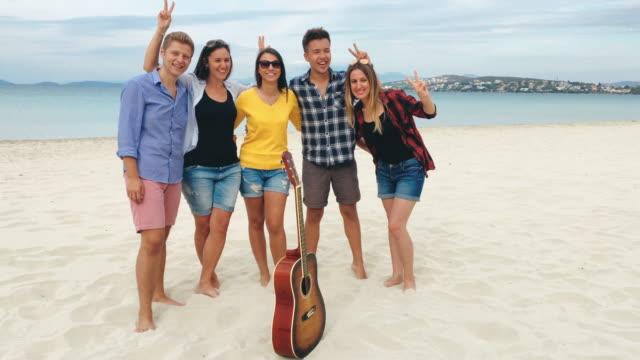 Beste Freunde, die Spaß am Beach-party