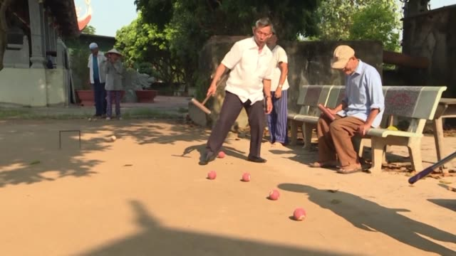 vídeos y material grabado en eventos de stock de best known as a historic pastime among europe's upper crust croquet has found an unlikely fan base among vietnamese retirees eager to fill their... - montaje documental