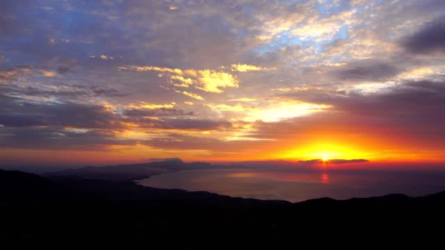 vídeos de stock e filmes b-roll de betancuria sunset time lapse - views over sicasumbre montain, fuerteventura - crepúsculo
