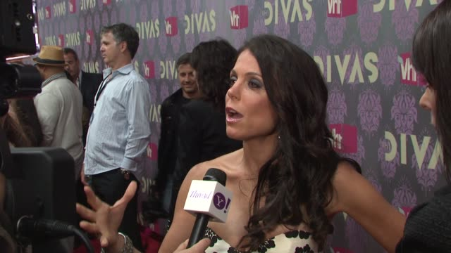 bethenny frankel at the 2009 vh1 divas red carpet at new york ny - vh1 stock-videos und b-roll-filmmaterial