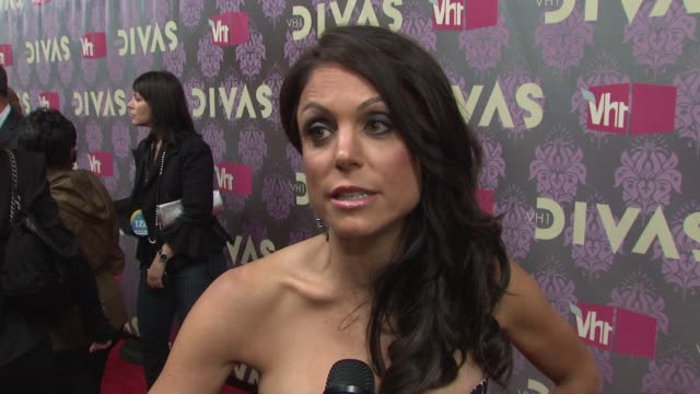 bethenny frankel talking about being a diva all of the amazing women on the red carpet with her and looking forward to kelly clarkson's performance... - vh1 divas stock videos and b-roll footage