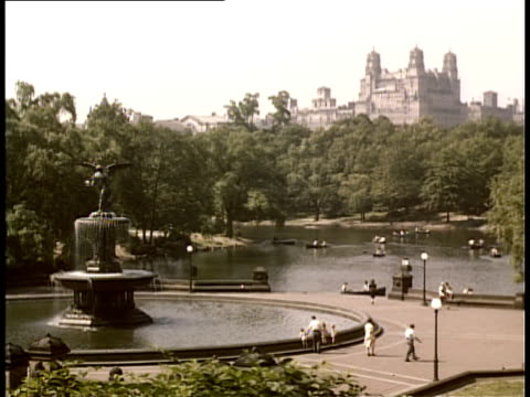 vídeos y material grabado en eventos de stock de 1940 ws ha bethesda fountain and lake in central park / new york city, new york, usa - 1940