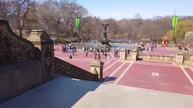 vídeos de stock e filmes b-roll de bethesda fountain in central park, manhattan - fonte bethesda