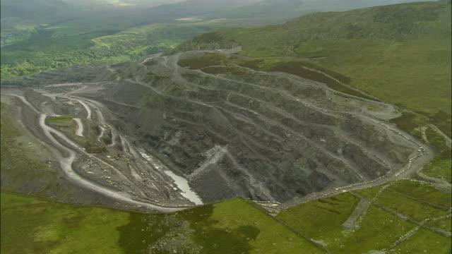 aerial, bethesda slate quarry, conwy, wales - lavagna video stock e b–roll
