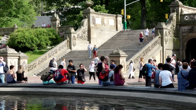 vídeos de stock e filmes b-roll de bethesda terrace and fountain, central park, new york city - fonte bethesda