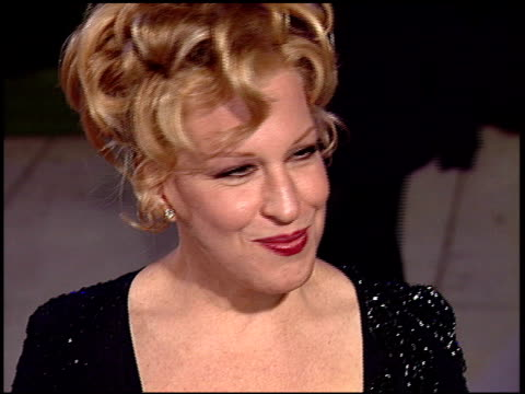 vidéos et rushes de bette midler at the 1997 academy awards vanity fair party at the shrine auditorium in los angeles california on march 24 1997 - bette midler