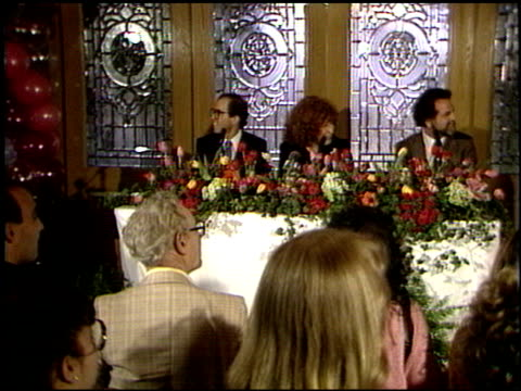 vidéos et rushes de bette midler at the bette midler press conference at chasen's in beverly hills california on february 4 1987 - bette midler