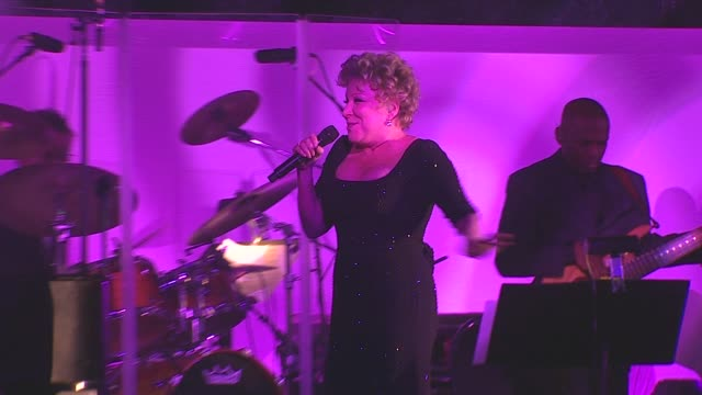 vidéos et rushes de bette midler at the national museum of american jewish history opening gala at philadelphia pa - bette midler