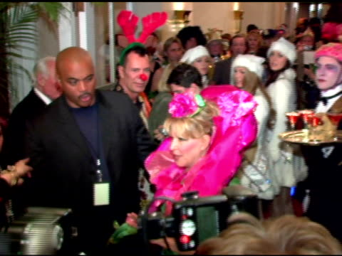 vidéos et rushes de bette midler at the nyrp celebration of 10th anniversary and bette midler's 60th birthday with 'hulaween' gala at the waldorf astoria in new york new... - bette midler