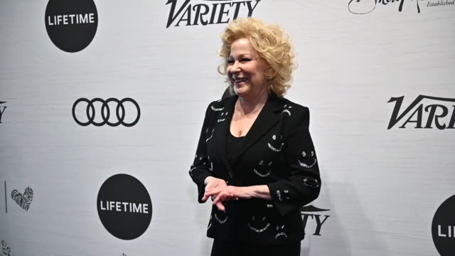 vidéos et rushes de bette midler at variety's power of women new york at cipriani midtown on april 05 2019 in new york city - bette midler