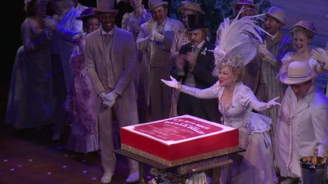 vidéos et rushes de clean bette midler gets surprise birthday celebration at hello dolly at shubert theatre on december 01 2017 in new york city - bette midler