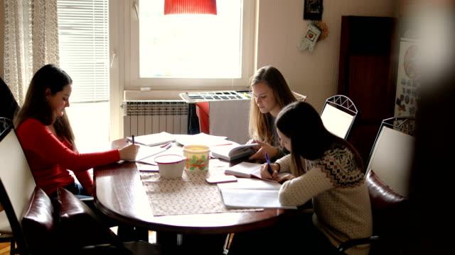 vídeos y material grabado en eventos de stock de mejor aprendizaje juntos - escritura a mano texto