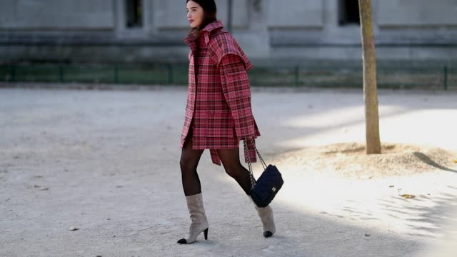 vídeos y material grabado en eventos de stock de bettina looney wearing red checked jacket tights beige boots is seen outside elie saab during paris fashion week womenswear spring/summer 2019 on... - pantimedias