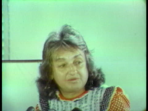 betty friedan of the women's political caucus discusses senator george mcgovern's campaign strategies. - femininity stock videos & royalty-free footage