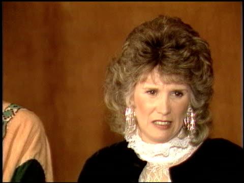 betty thomas at the now anniversary at dorothy chandler pavilion in los angeles, california on december 1, 1986. - betty thomas bildbanksvideor och videomaterial från bakom kulisserna