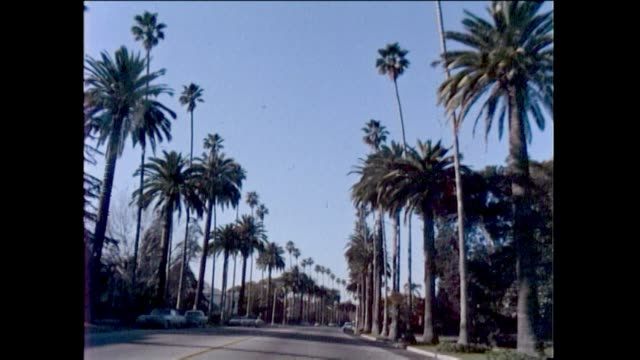 vídeos de stock, filmes e b-roll de beverly hills 1960s beverly hills star homes palm trees brown derby restaurant beverly hills sign rodeo drive - 1960