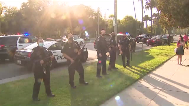 beverly hills, ca, u.s. - beverly hills police cars on streets during pro trump rally on saturday, august 15, 2020. - beverly hills california点の映像素材/bロール