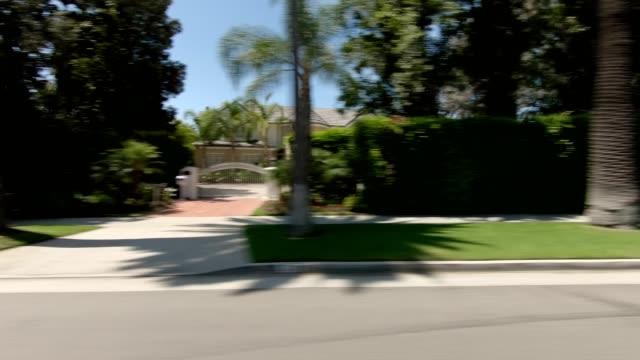 beverly hills ii synchronisierte serie rechte ansicht fahrprozessplatte - beverly hills stock-videos und b-roll-filmmaterial